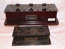 Dois aparelhos radiônicos antigos